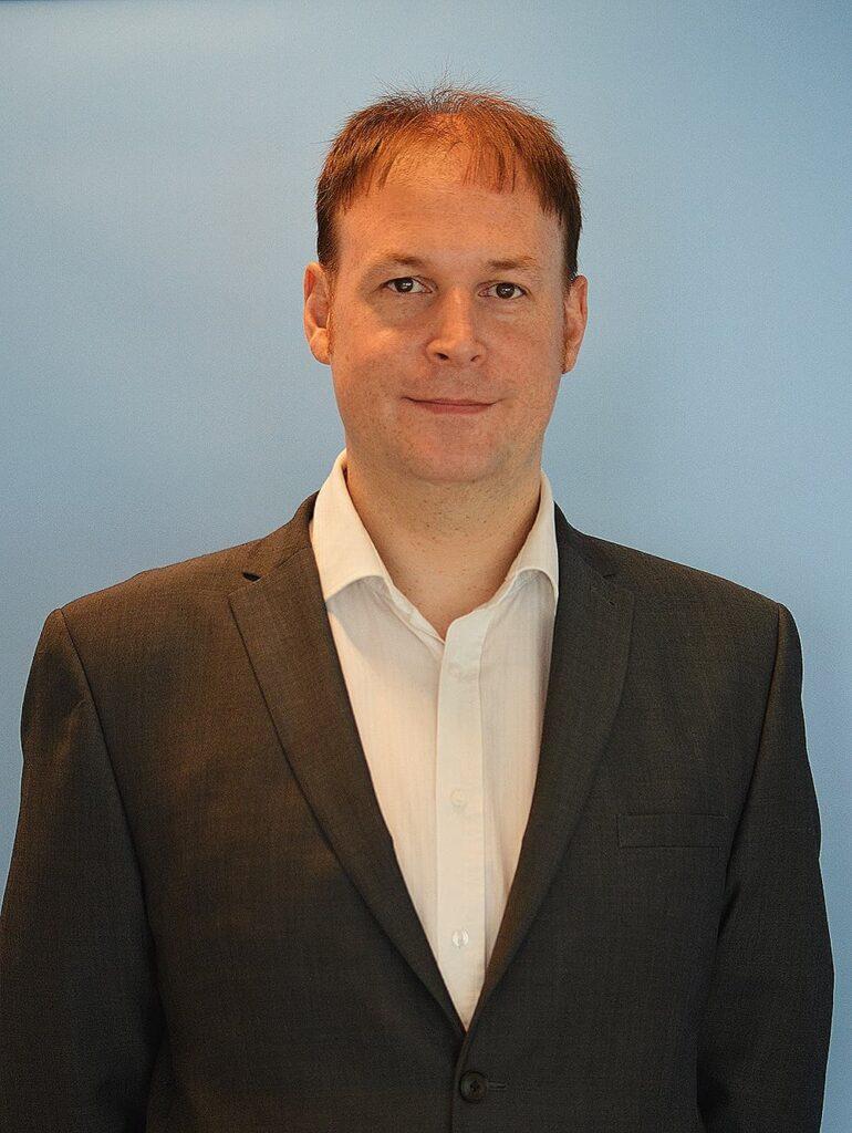 Simon Lewsley